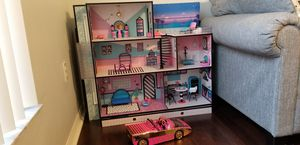 Omg lol doll house with car for Sale in Lockhart, FL