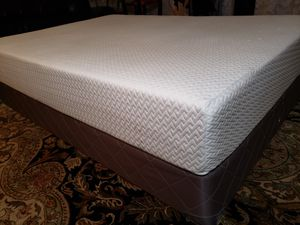 "Full size 10"" Latex Memory Foam Mattress box spring bed frame for Sale in Lynnwood, WA"