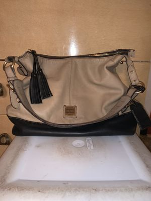Dooney and Bourke Large Leather Stylish Shoulder Bag for Sale in McKees Rocks, PA