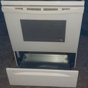 READ DESCRIPTION PLEASE/WHIRLPOOL STOVE for Sale in Cayce, SC