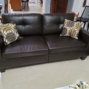 Dark Brown Leather Loveseat for Sale in Miami, FL