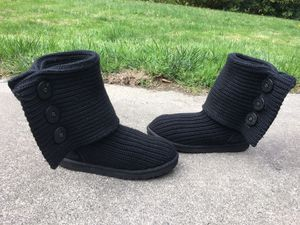 UGG AUSTRALIA 5819 LADIES CLASSIC CARDY BLACK KNIT SWEATER SHEEPSKIN BOOTS 9 for Sale in Puyallup, WA