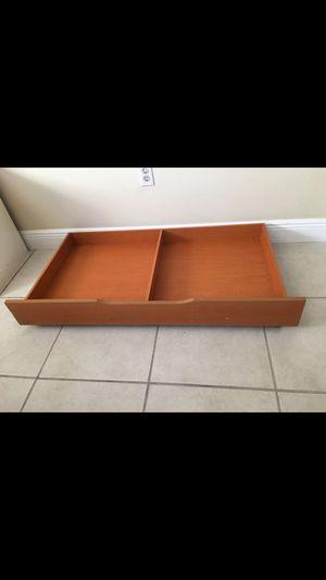 Gaveta c ruedas para cuna .(storage drawer). for Sale in Miami, FL