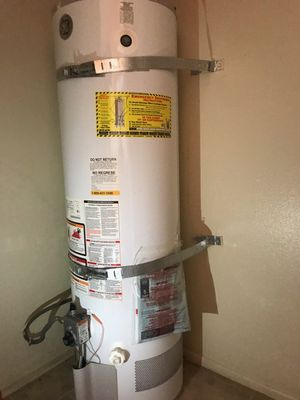 Water heater, 40 gallons. for Sale in San Diego, CA