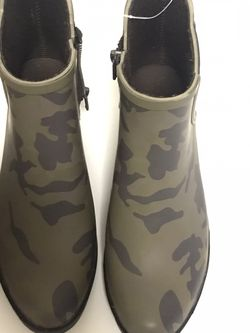 New With Box- Lucky Brand Camo Basel H20 Rain Boot - Size 6M - for Sale in Garden Grove,  CA