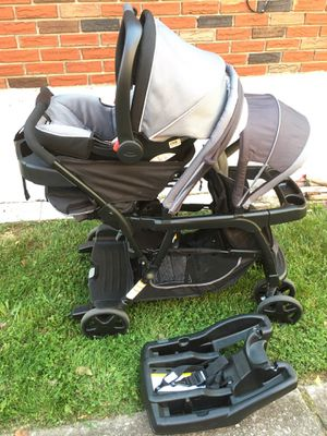 Graco Ready2Grow Double Stroller w/ Car Seat & Base for Sale in Staten Island, NY