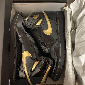 Jordan 1 Metallic Black Gold Size 10 for Sale in Los Angeles, CA