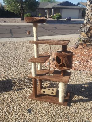Cat condo. Cat tree. cat House. cat scratching post. Good condition. A little bit of the Rope scratching posts for Sale in Glendale, AZ