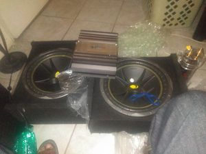 .2 kicks bass sound round boxs, 12 wss each, la a amps, battery subwoofer 12 for Sale in Montclair, CA