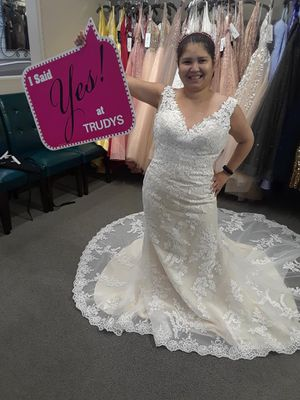 Trudy's Vera Wang Wedding Dress for Sale in San Jose, CA