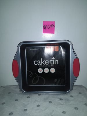 UBL Cake Tin w Silicone Handles for Sale in San Angelo, TX