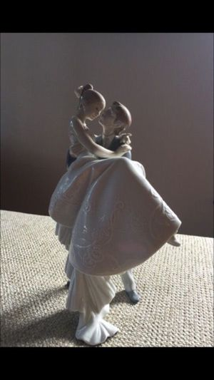 Lladro 'happiest day' porcelain figurine for Sale in Commerce Charter Township, MI