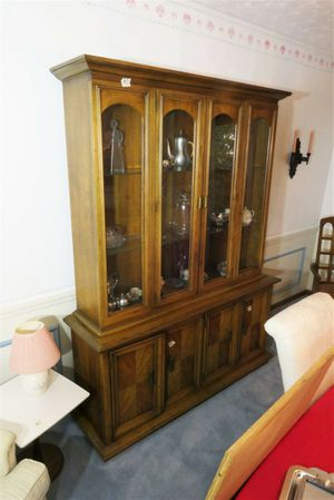 China cabinet hutch for Sale in Ravenna, OH