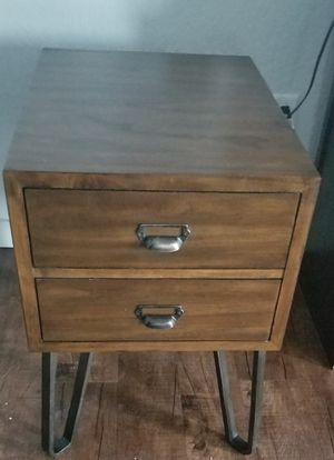 Dark brown end table. for Sale in Salt Lake City, UT
