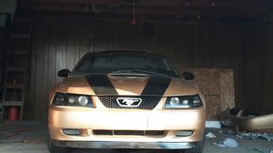 Mustang 2000 v6 Gold for Sale in Dearborn, MI