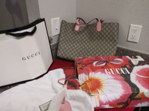 Medium Gucci Reversible Tote for Sale in Yuma, AZ