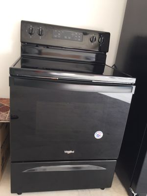 5.3 cu ft Whirlpool Freestanding Electric Range Stove for Sale in Palm Bay, FL