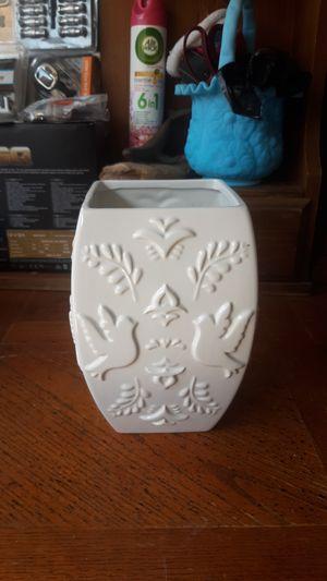 White Vase flower for Sale in Westminster, CA