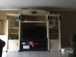 Tv entertainment center. Only for Sale in Miami, FL