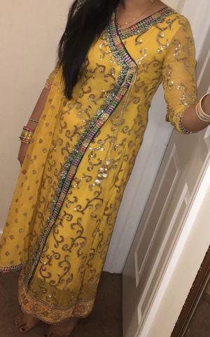 Yellow mehndi pakistani dress for Sale in Levittown, NY