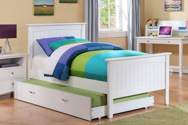 White twin platform bed ( new )