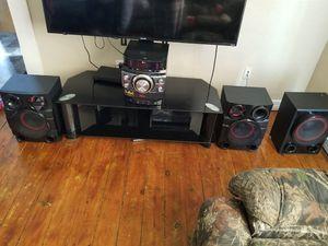 Lg bluetooth Xboom 1,900 watt cd player, radio for Sale in Oskaloosa, IA