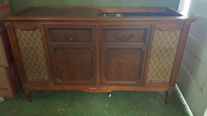 Used, Magnavox console AM/FM radio and turntable