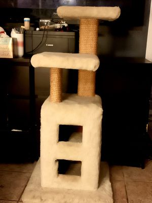 2 Cat house / Cat scratcher FREE FREE for Sale in Daly City, CA