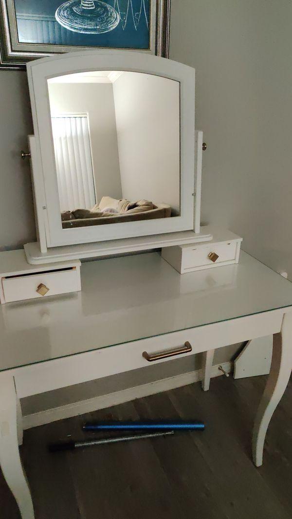 Brand New vanity mirror movable