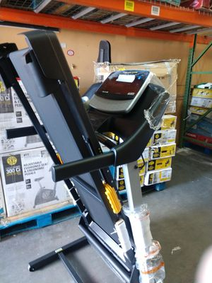 NEW 🌟 FREE DELIVERY Gold's Gym 430i Treadmill Treadmills for Sale in Las Vegas, NV