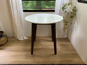 Round dining table white and wood for Sale in Scappoose, OR