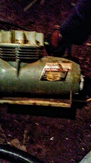 Ward 2.5 cfm oil-less air compressor $40 for Sale in Sweet Home, OR