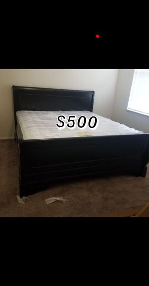 King bed frame with mattress included for Sale in Long Beach, CA