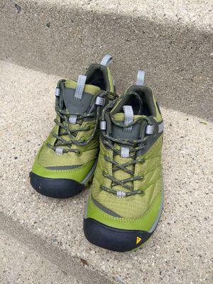 Keen women us 5.5 waterproof hiking shoe for Sale in Chicago, IL
