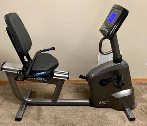 Life Fitness RS1 Recombinant Exercise Bike, adjustable for large and small body types, programmable workouts, no tears, no damage, hardly used, great for Sale in Shorewood, IL