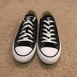 Black Converse Worn Twice for Sale in Lake Stevens,  WA