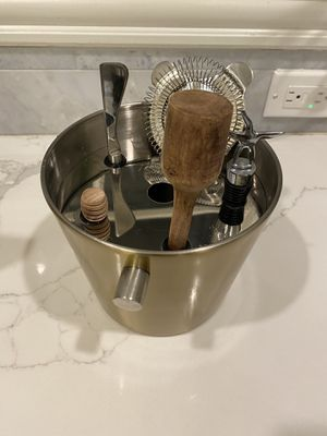 Cocktail mixing kit — almost new for Sale in Washington, DC