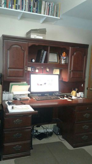 Desk, Hutch/Cabinet, 2 Bookshelves for Sale in Glen Ellyn, IL