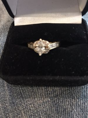 Diamond ring set in 18k gold for Sale in Temple Hills, MD