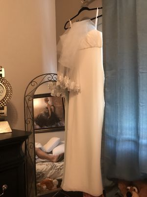 Size ten wedding dress and veil never worn. for Sale in Glendale, AZ