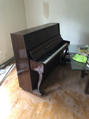 Latochka Piano - FREE for Sale in Marlboro Township, NJ