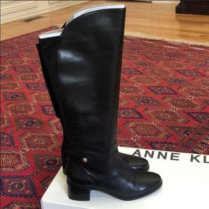 Knee high Anne Klein fashion boots/black/leather for Sale in Monroe Township, NJ