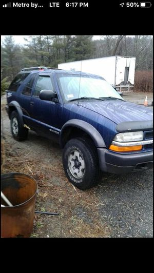 2001 Chevy blazer Ls 4.3 engine ZR2 two doors do you have rainy windy and 120,000 miles a new transfer case everything work $250 for Sale in Providence, RI