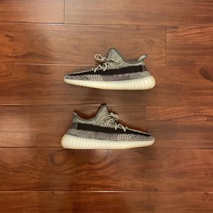 """Adidas Yeezy Boost 350 V2 """"Zyon"""" Sizes 9, 9.5, 10, & 10.5 IN HAND BRAND NEW for Sale in Las Vegas, NV"""