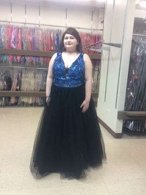 Formal gown Size 20 Easy alteration to any size for Sale in Palatine, IL