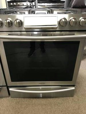 Samsung Slide in Gas Stove like New !!!! for Sale in Phoenix, AZ