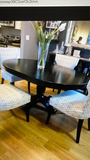 Crate&Barrel Dining room table and chairs for Sale in Cupertino, CA