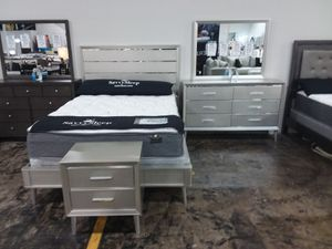 SILVER GLAM QUEEN BED WITH DRESSER MIRROR AND NIGHTSTAND for Sale in McKinney, TX