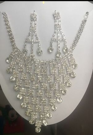 New rhinestones accents jewelry set for Sale in The Bronx, NY