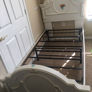 Twin size bed frame best quality perfect condition for Sale in Cedar Hill, TX